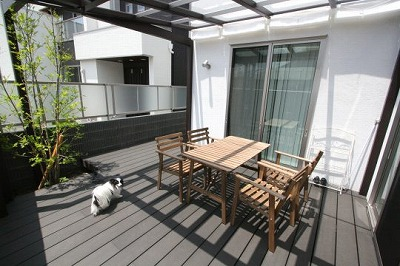 お庭に屋根をつけより快適に過ごせる空間へ