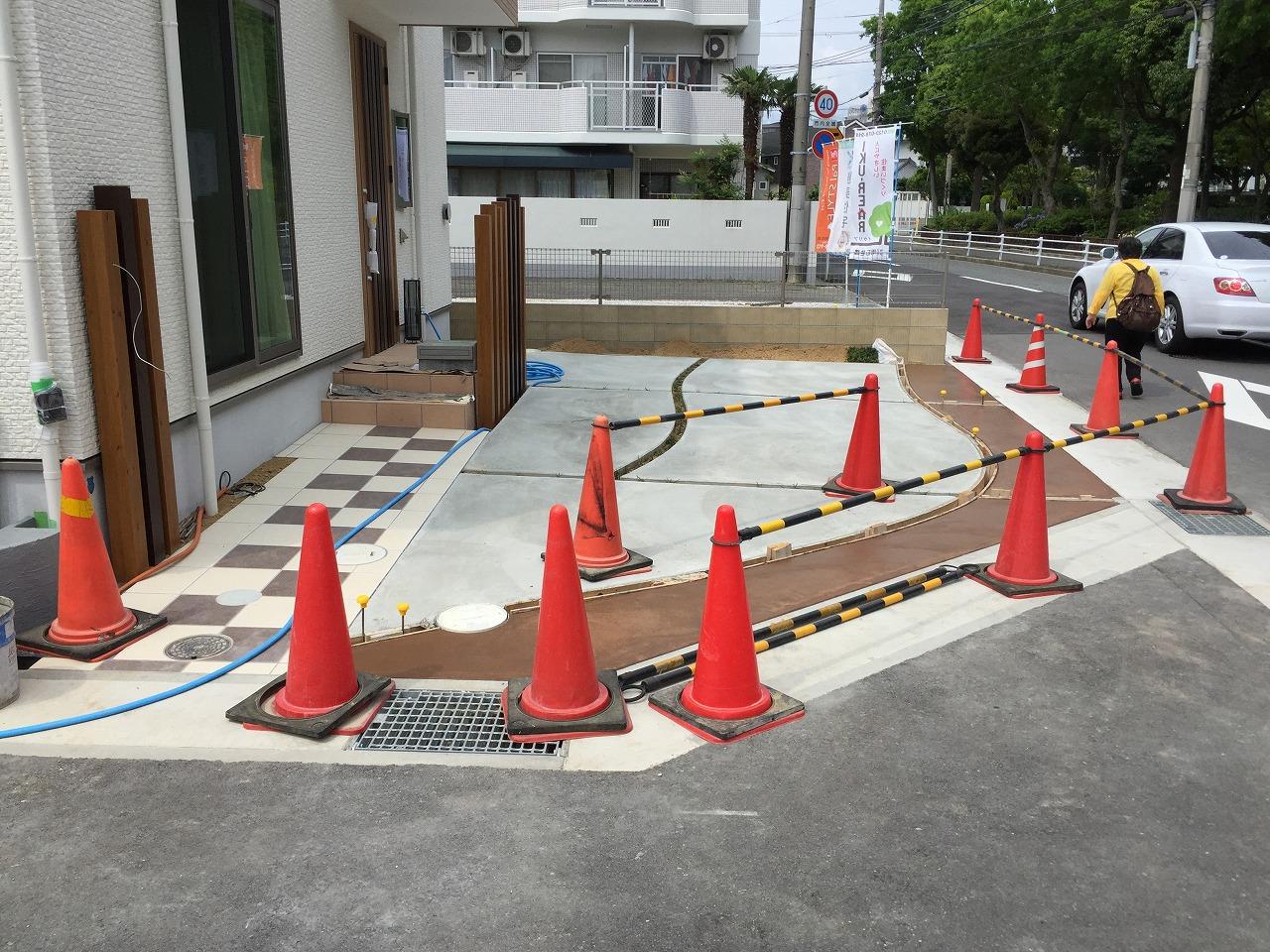 カラーコンクリート施工中