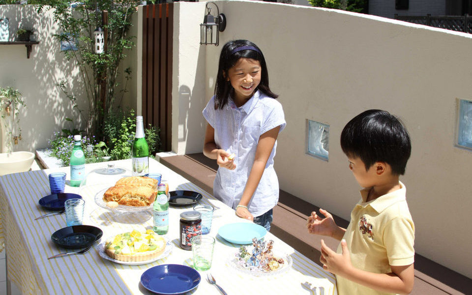 お庭で過ごす家族団らんの時間【神戸市垂水区】