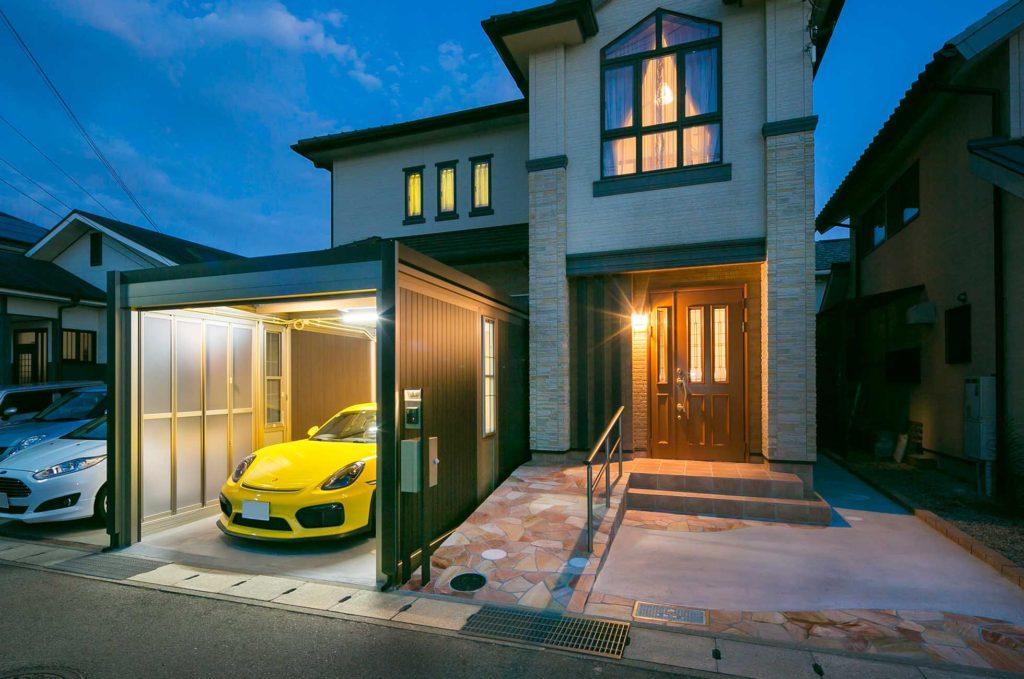 【LIXILスタイルコート(ライティング)】黄色が映えるかっこいいガレージ【三田市】