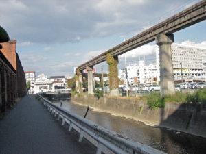 1280px-himeji_monorail_04