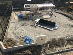 プールのある別荘外構工事中