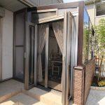 LIXLココマでクリエダークを基調に木目の入ったおしゃれなガーデンルーム。