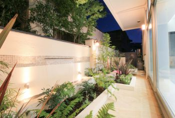 壁泉のある中庭で待合室に癒やしの空間を【神戸市西区Nクリニック】