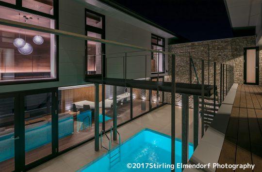 どこからでもプールが眺められる建築 (4)