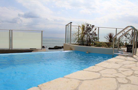 淡路島のプール付きリゾートホテル (2)
