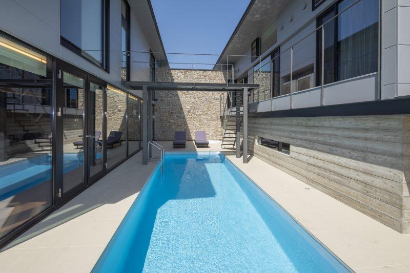 兵庫県姫路市の中庭にプールのある住宅