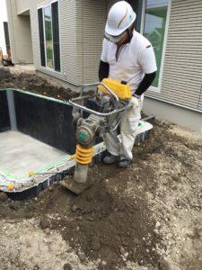 家庭用本格プールを施工中 (29)