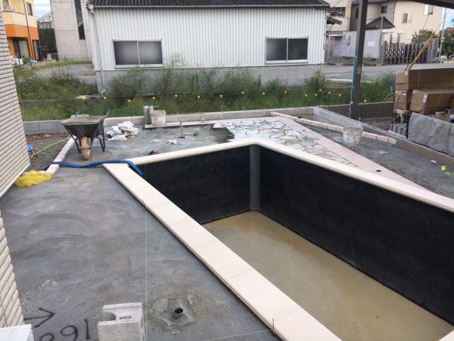 家庭用本格プールを施工中 (19)