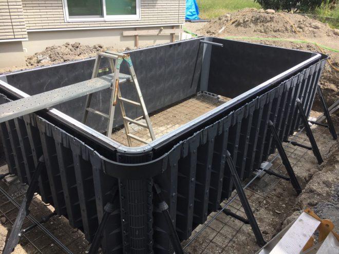 プール施工の様子