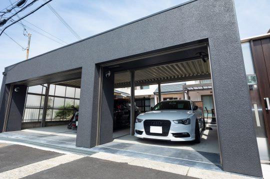 愛車を守る重厚感あるガレージシャッター(神戸市垂水区)