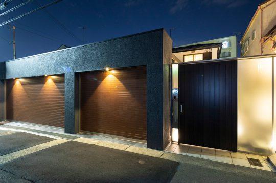 神戸市垂水区のライトアップされた重厚感あるクローズド外構