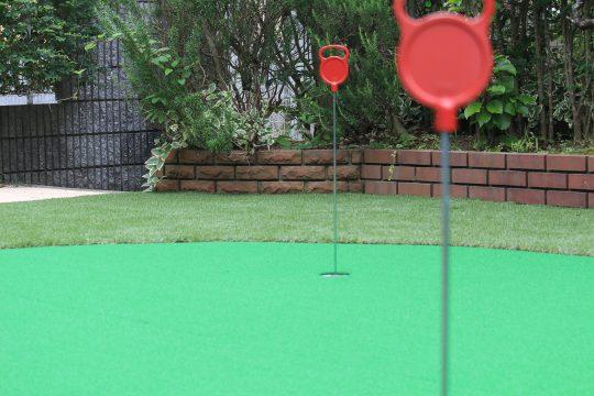 お庭でゴルフ